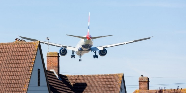 A delay in decision over whether Gatwick or Heathrow are expanded could cost the economy billions